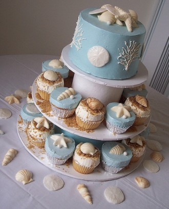 beach wedding cakes with cupcakes summer wedding on the we do weddings 11188