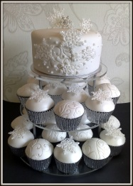 https://wedodreamweddings.files.wordpress.com/2013/04/leigh2b2525262bjosephine252527s2bwedding2bcake.jpg
